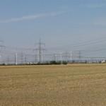 Blick auf Windkraftanlagen bei Streumen