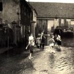 Hochwasser an der jetztigen Backscheune 1958